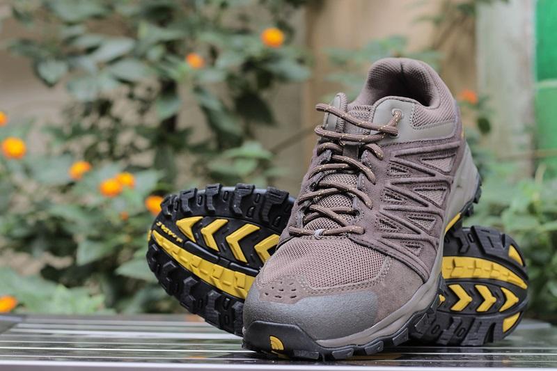 giày leo núi chống thấm