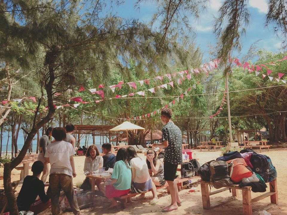 Vui chơi tại khu cắm trại Zenna Pool Camp