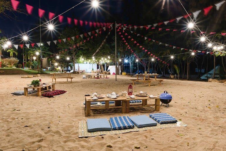 Tiệc ngoài trời tại khu cắm trại