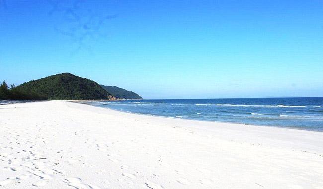 Bãi biển Quan Lạn 2