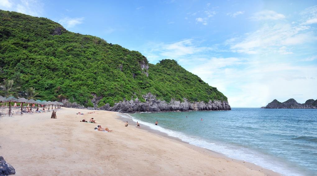 Bãi biển Cát Bà 2