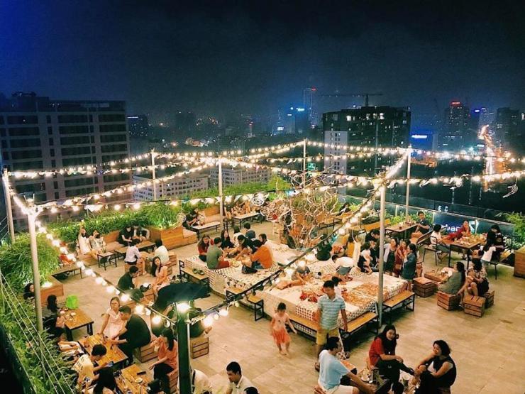 Buổi tối tại Trill Rooftop Cafe & Bistro