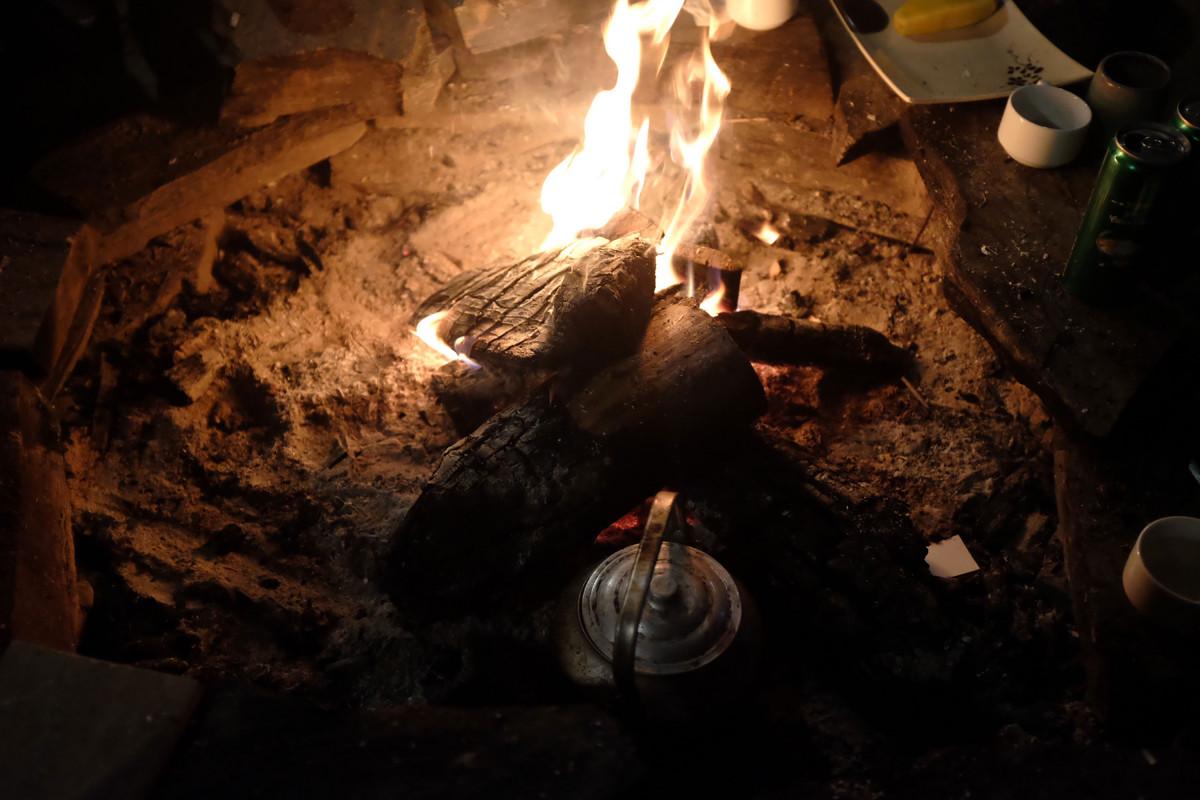 Đốt lửa sưởi ấm khi nhiệt độ ở Sapa xuống thấp